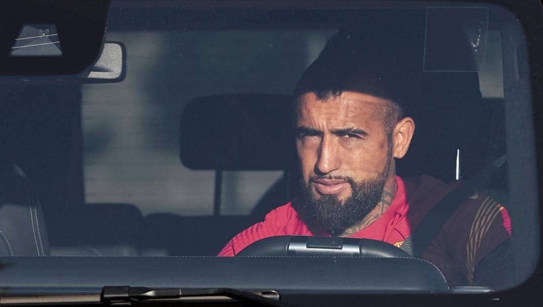 Vidal all'arrivo al centro allenamenti del Barça nei giorni scorsi. Epa