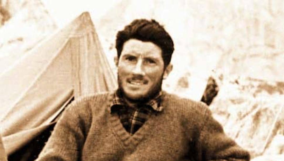 Walter Bonatti nel 1954, durante la scalata del K2. Ansa