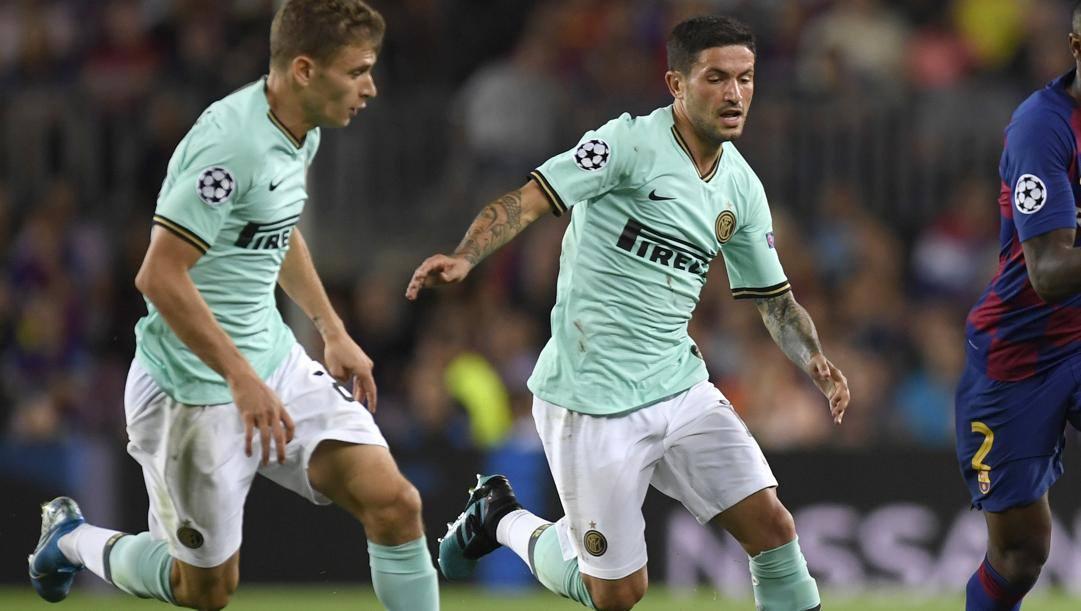 Barella e Sensi l'anno scorso contro il Barça. Getty