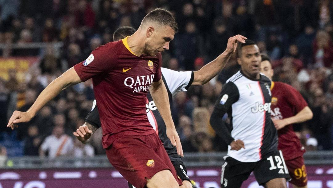 Edin Dzeko, qui contro la Juventus. Ansa