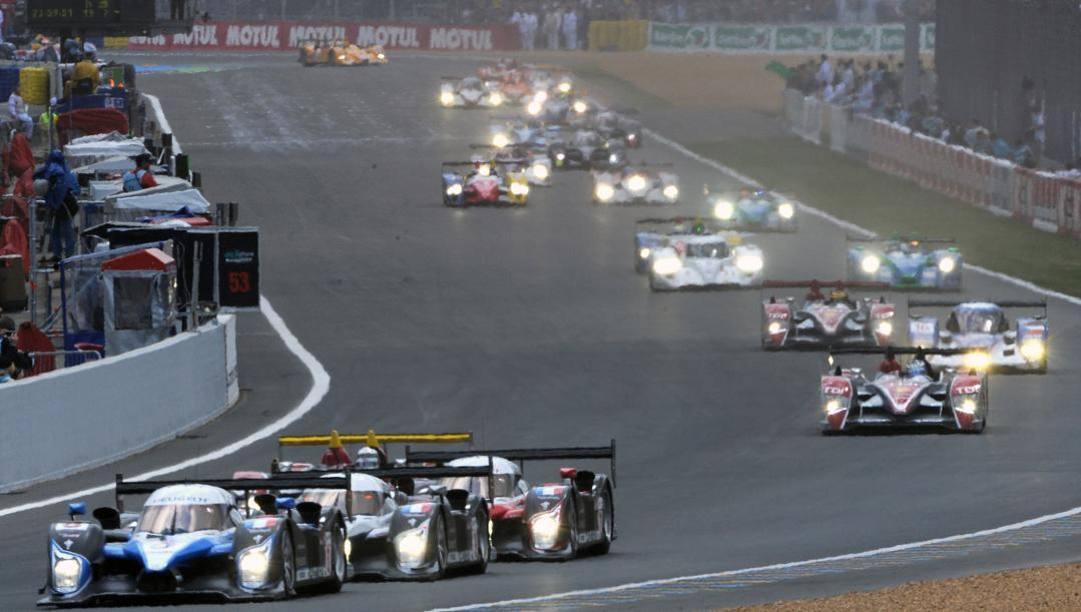 Una fase della 24 Ore di Le Mans 2008. Afp
