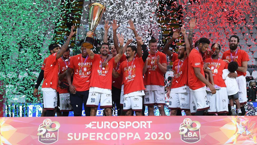 Milano sul palco con la Supercoppa. Ciam/Cast