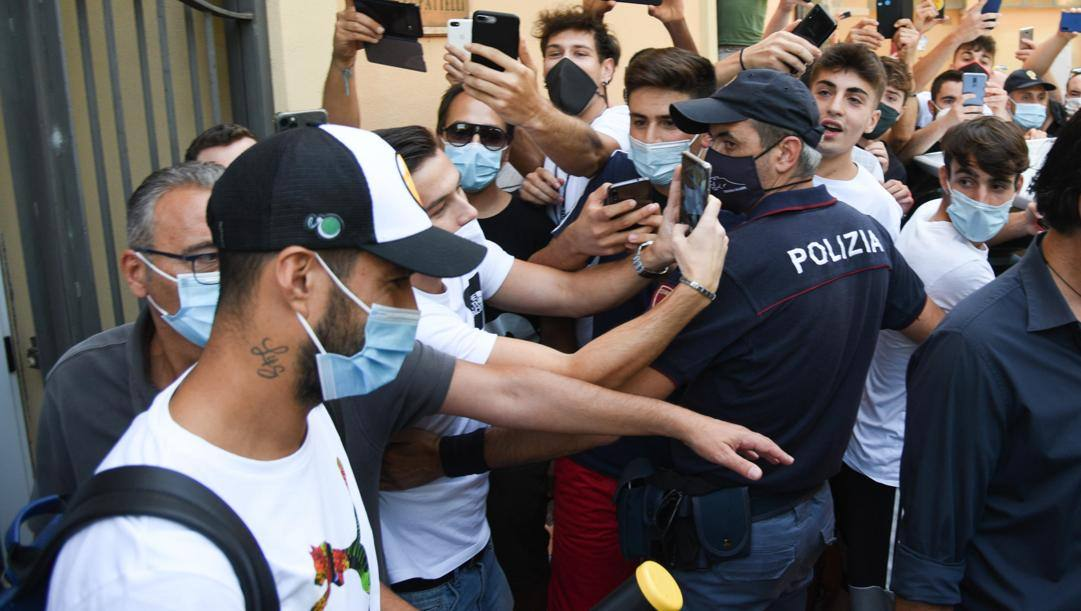 Luis Suarez a Perugia, dopo l'esame di italiano. Ansa