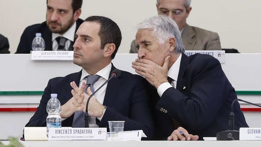 Il ministro dello Sport Vincenzo Spadafora, e il presidente del Coni, Giovanni Malagò. Ansa