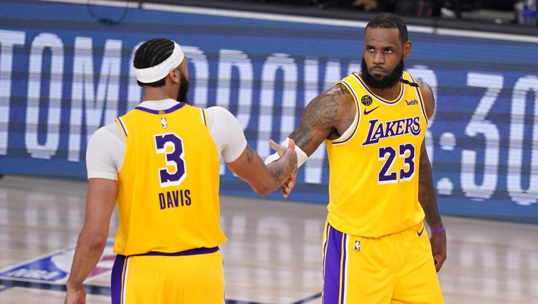 Anthony Davis e LeBron James. Ap
