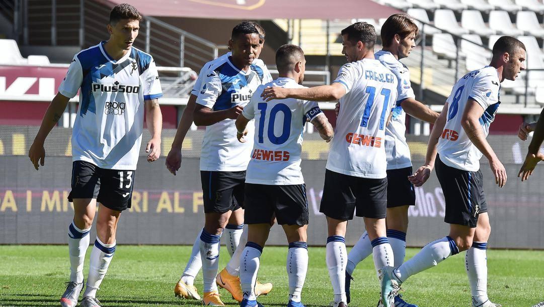 L'Atalanta festeggia la vittoria in casa del Torino. Ansa