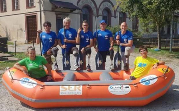 Salvo Cutaia con la squadra di rafting
