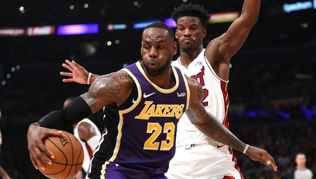 LeBron James contro Jimmy Butler in un Lakers-Miami di regular season. Afp