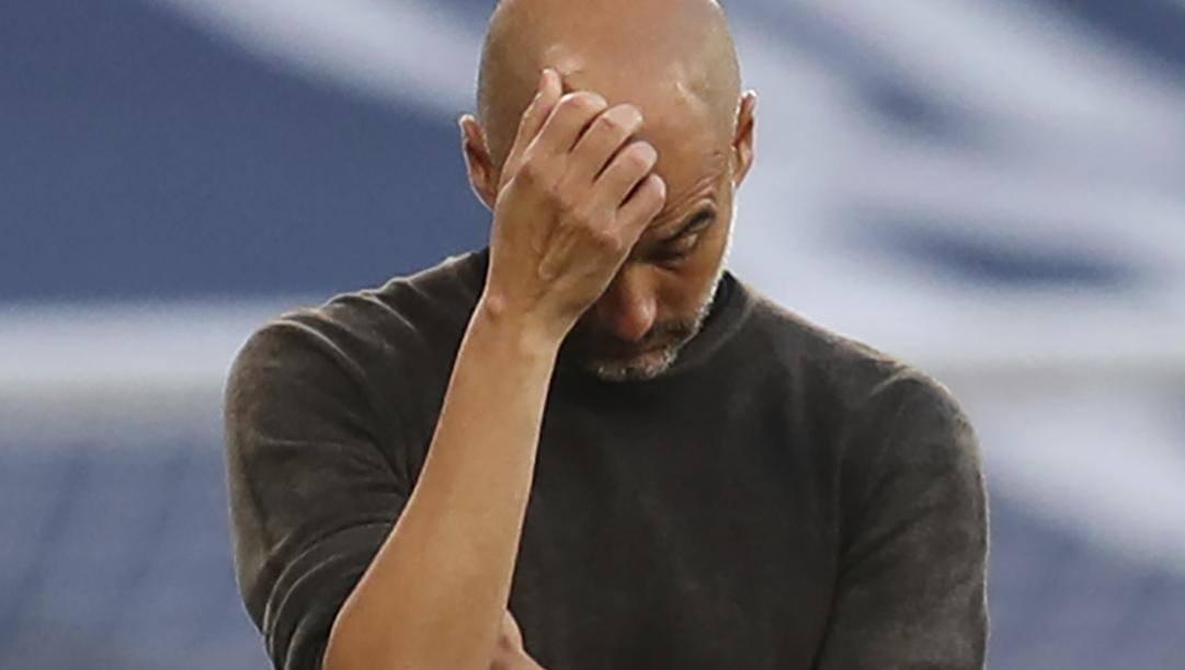 Pep Guardiola sconsolato. LaPresse