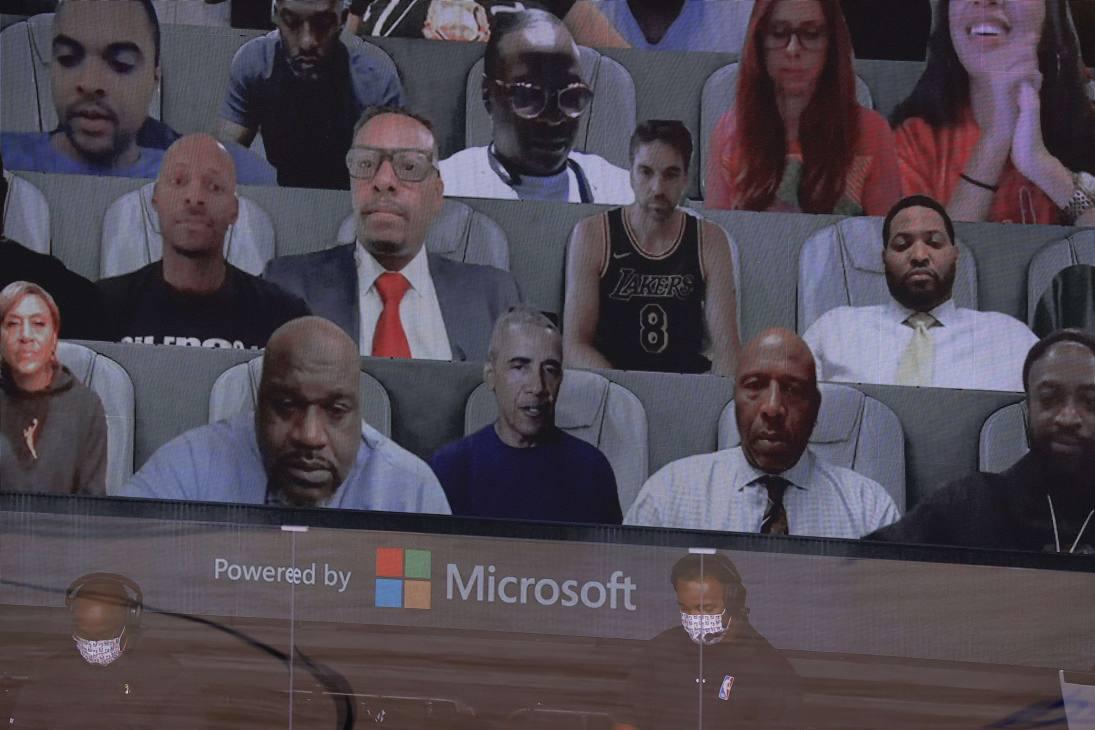 Tifosi virtuali d'eccezione per gara-1 delle Finals tra Lakers e Miami: tanti ex giocatori e... anche il presidente Barack Obama (fotogallery Afp)