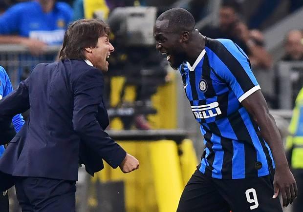 Antonio Conte, 51 anni, esulta con Romelu Lukaku, 27. AFP