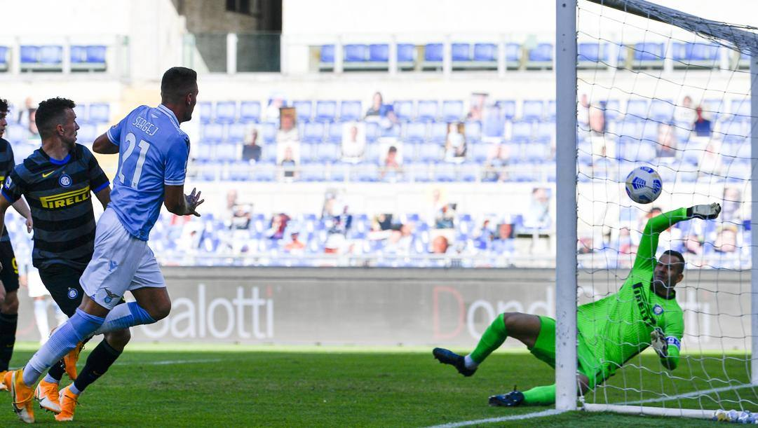 Il gol di Milinkovic. LaPresse