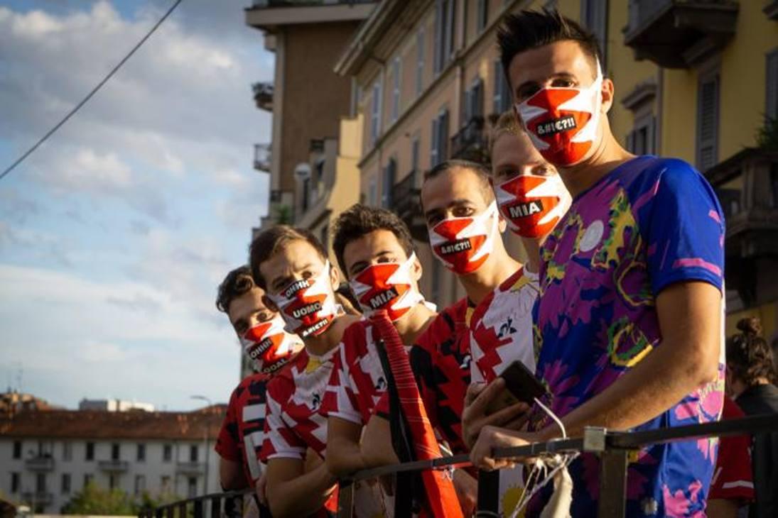 L'As Velasca, la squadra dilettantistica milanese militante nella Terza categoria, ha qualcosa di speciale: le sue divise da gioco sono vere e proprie opere d'arte. Quest'anno le maglie sono state disegnate dall'artista sudafricano Kendell Geers (attualmente in mostra alla M77 Gallery di Milano)