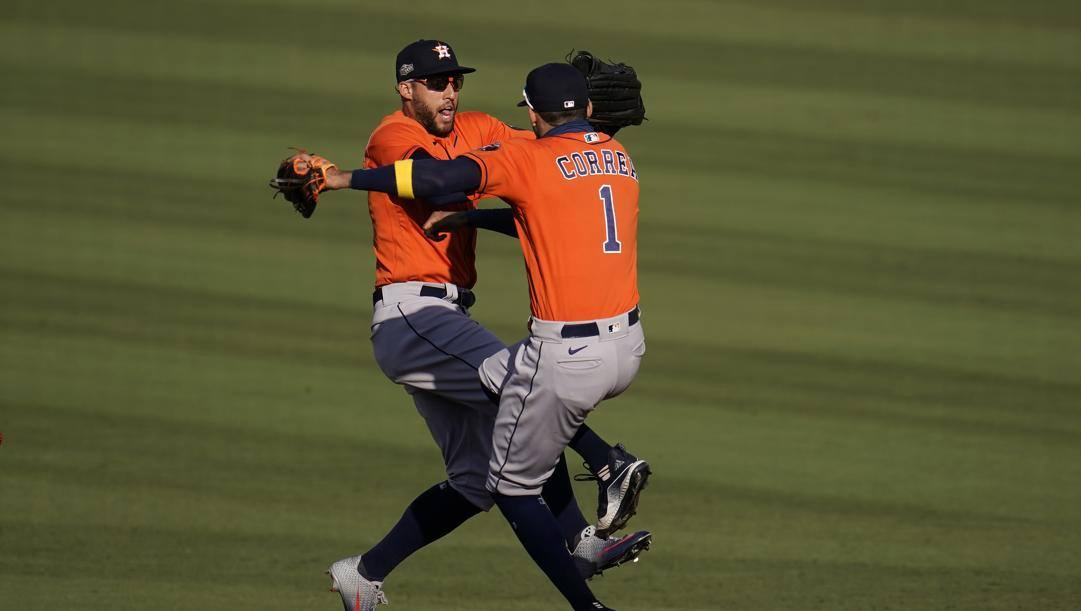 Springer e Correa festeggiano il successo degli Astros in gara-2. Ap