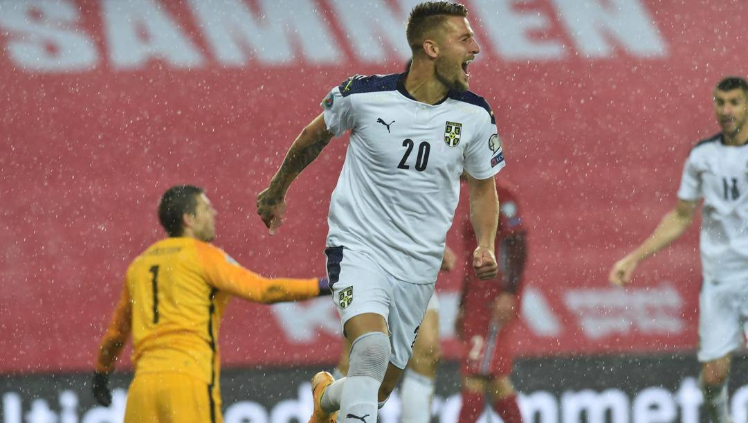 Milinkovic esulta dopo il gol. EPA