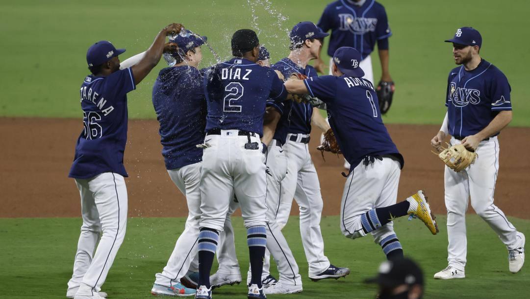 I Rays festeggiano la vittoria sugli Yankees. Afp
