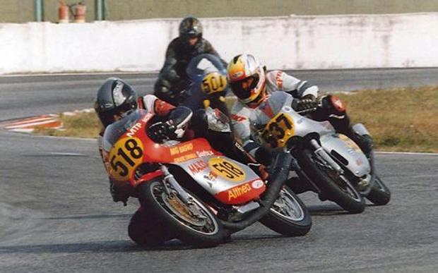 Bevilacqua in pista con la Ducati monocilindrica