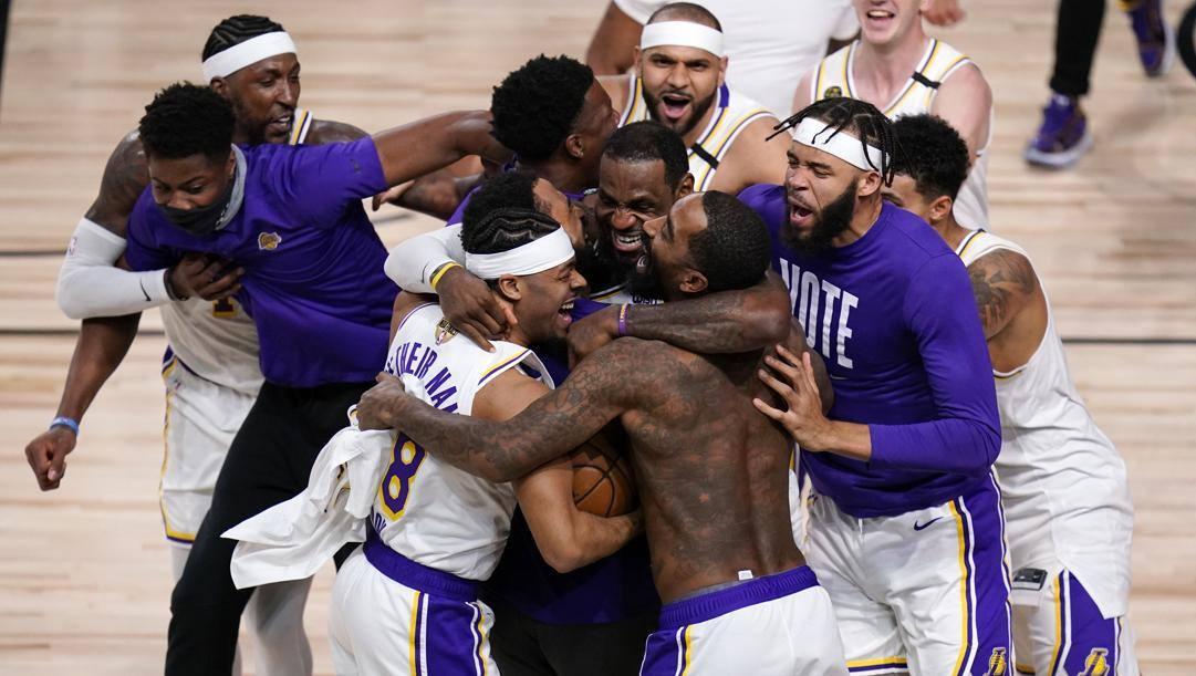 La festa dei Lakers per la conquista del titolo. Ap