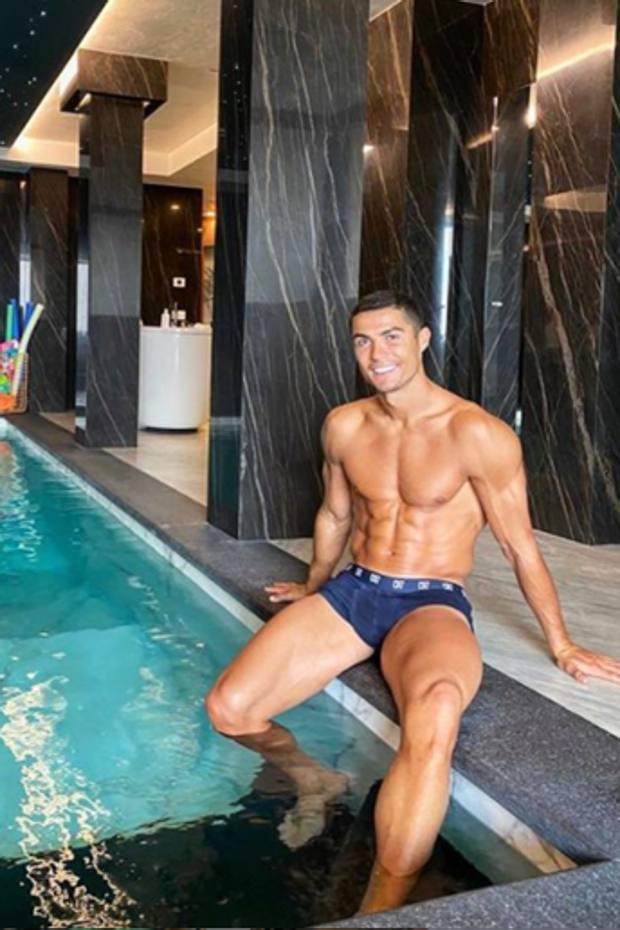 Cristiano Ronaldo nella sua casa a Torino