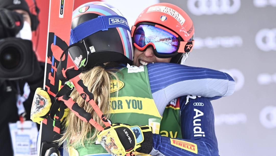 Marta Bassino e Federica Brignone festeggiano. EPA