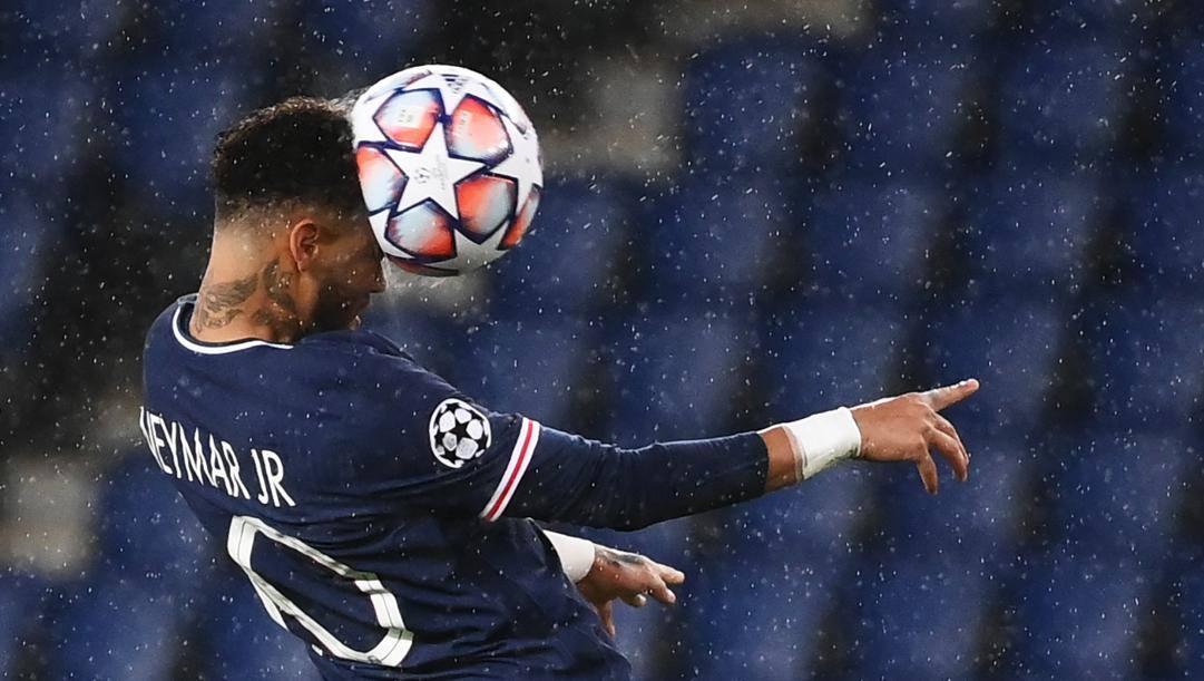 Neymar quasi sgonfia il pallone. Afp