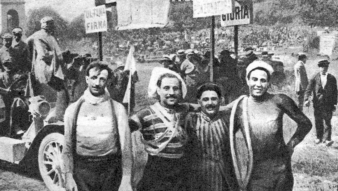 A sinistra il re del Giro 1909 Luigi Ganna, a destra Dario Beni, vincitore della prima tappa