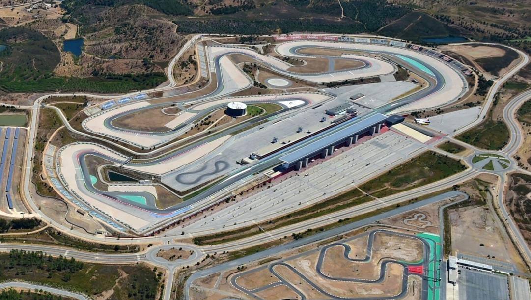 Una vista dall'alto della pista di Portimao