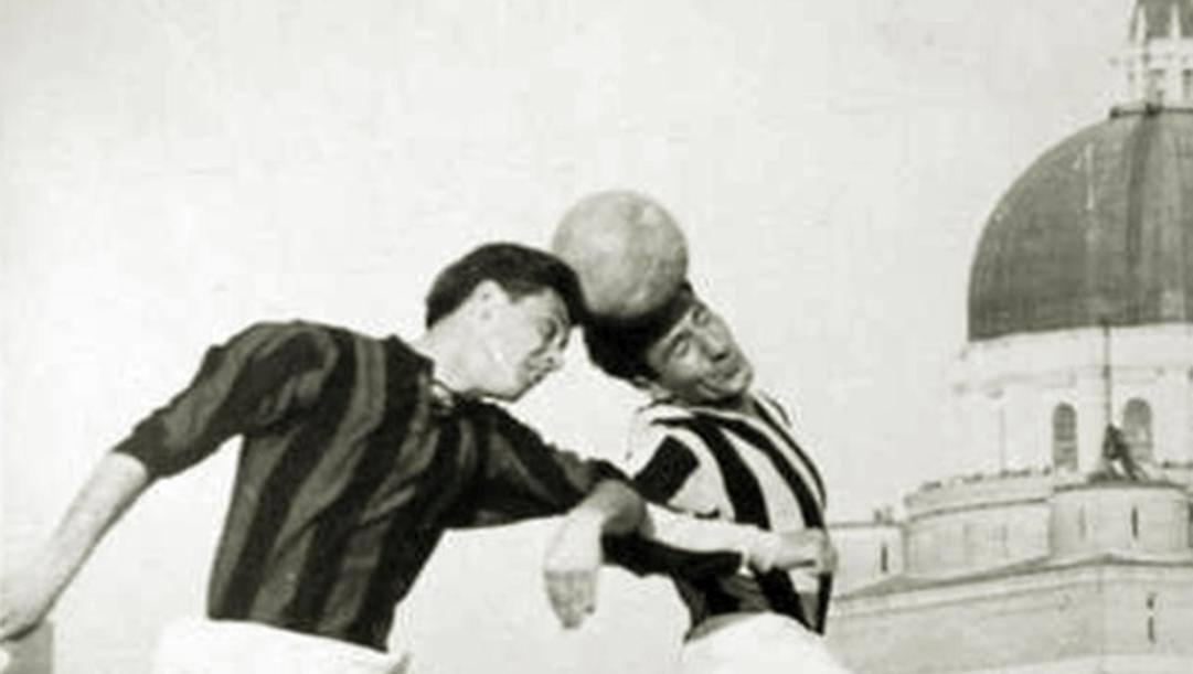 Un duello aereo tra Maldini e Bettini in Udinese-Milan del 1955