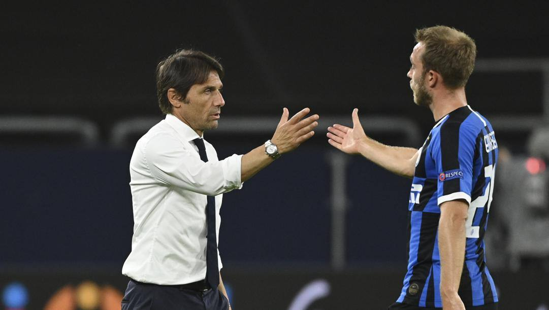 Antonio Conte con Christian Eriksen. Lapresse