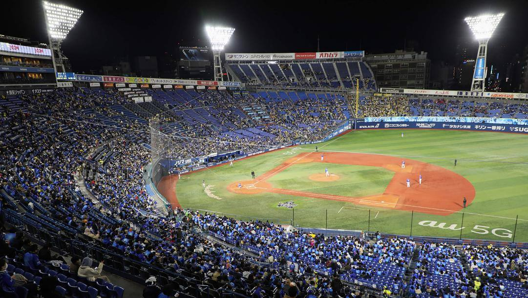 Il pubblico allo stadio di baseball di Yokohama