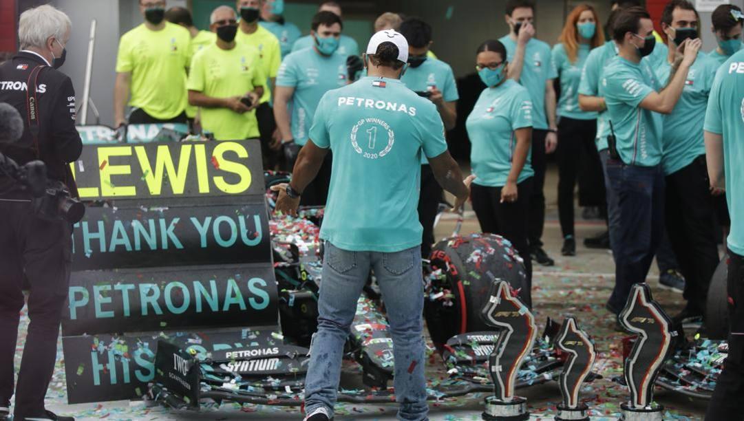 Hamilton festeggia il mondiale costruttori della Mercedes. Getty