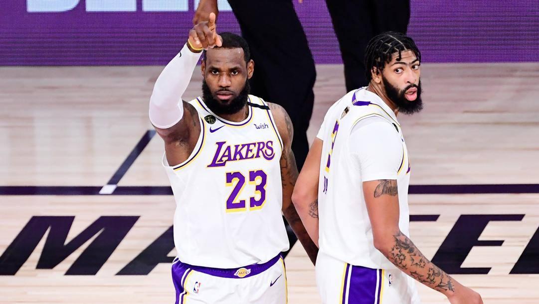 LeBron James, 35 anni, e Anthony Davis, 27: i Lakers campioni in carica torneranno al lavoro il primo dicembre. Ap