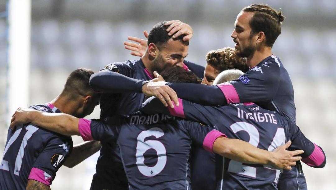 Il Napoli festeggia il gol. Epa