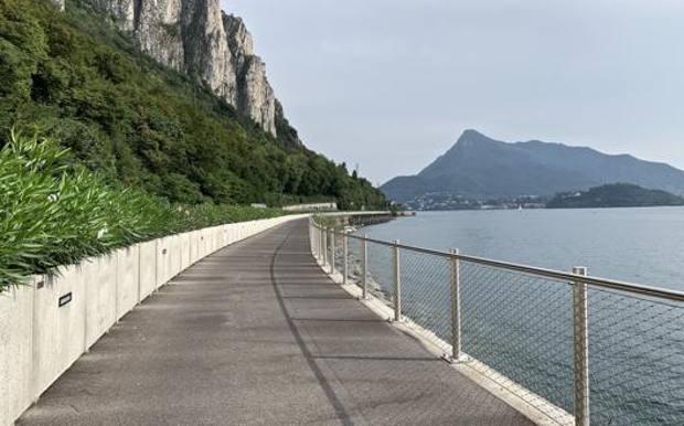 Un tratto della ciclabile sul Lario che collega Lecco ad Abbadia Lariana. Masperi