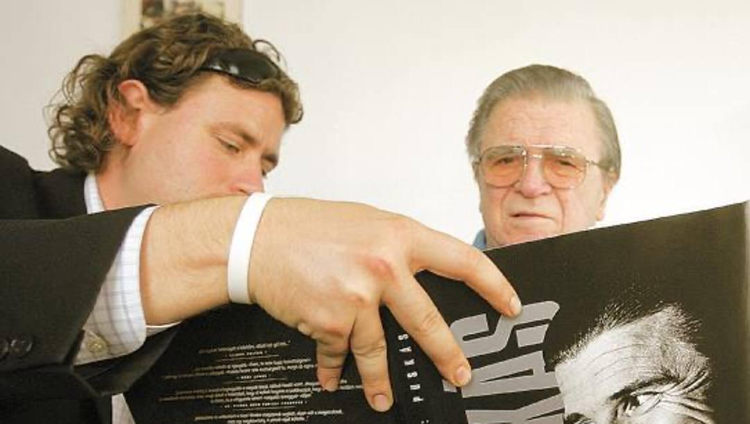 Il biografo con Puskas nel 2005, alla pubblicazione del libro. Foto Luca Bianchin