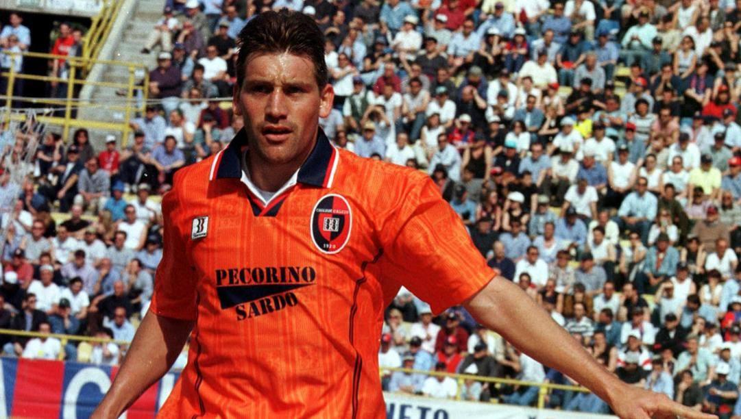 Fabian O'Neill ai tempi del Cagliari. Ap