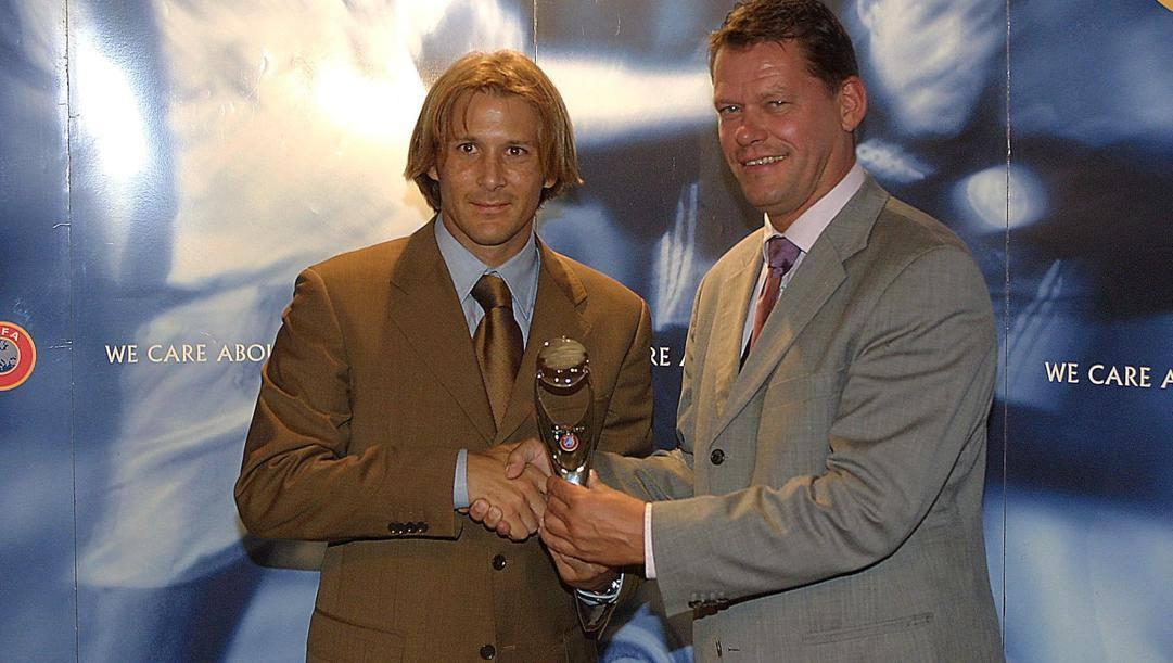 Frank Arnesen con Gaizka Mendieta nel 2001, a Monaco. Ansa/Uefa