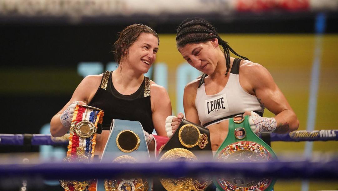 Miriam Gutierrez, a destra, sul ring con la Taylor