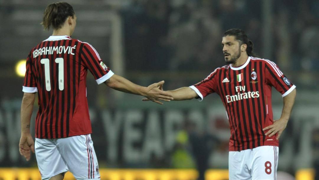 Da sinistra, Ibrahimovic e Gattuso insieme con la maglia del Milan (LaPresse)