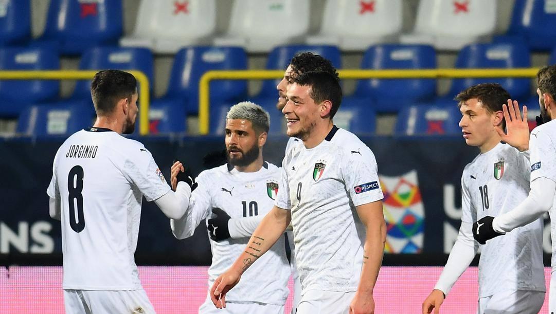 Belotti festeggia coi compagni il gol alla Bosnia. Getty