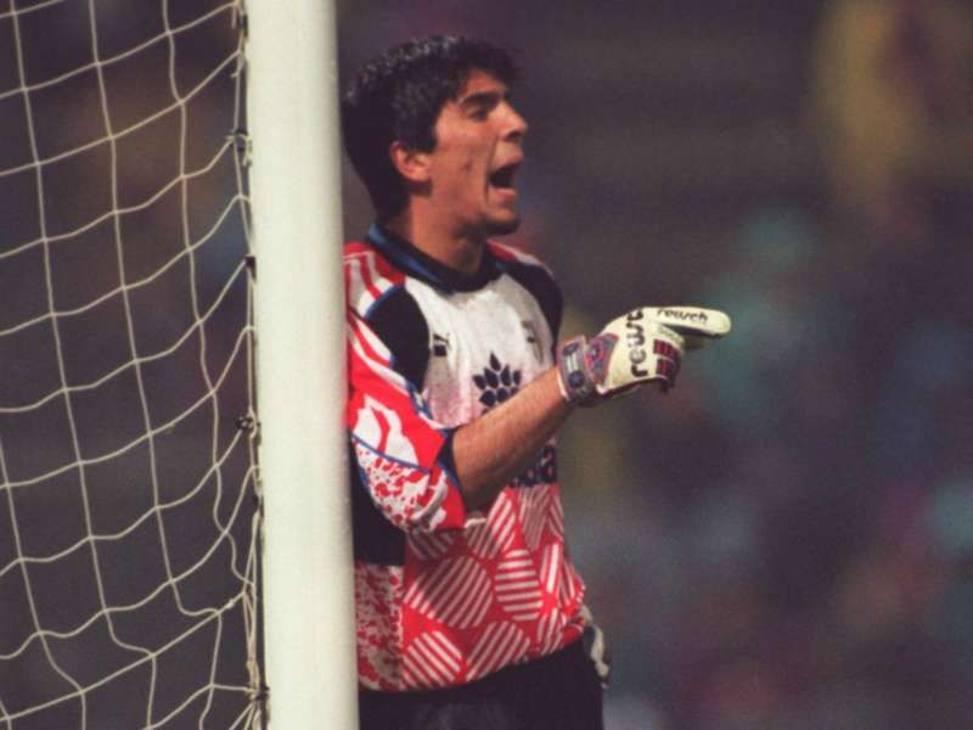 1995: il 19 novembre, contro il Milan, Bucci infortunato. Scala lancia lui.