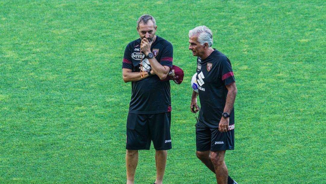 L'allenatore del Torino Marco Giampaolo insieme al suo vice Francesco Conti. Ansa