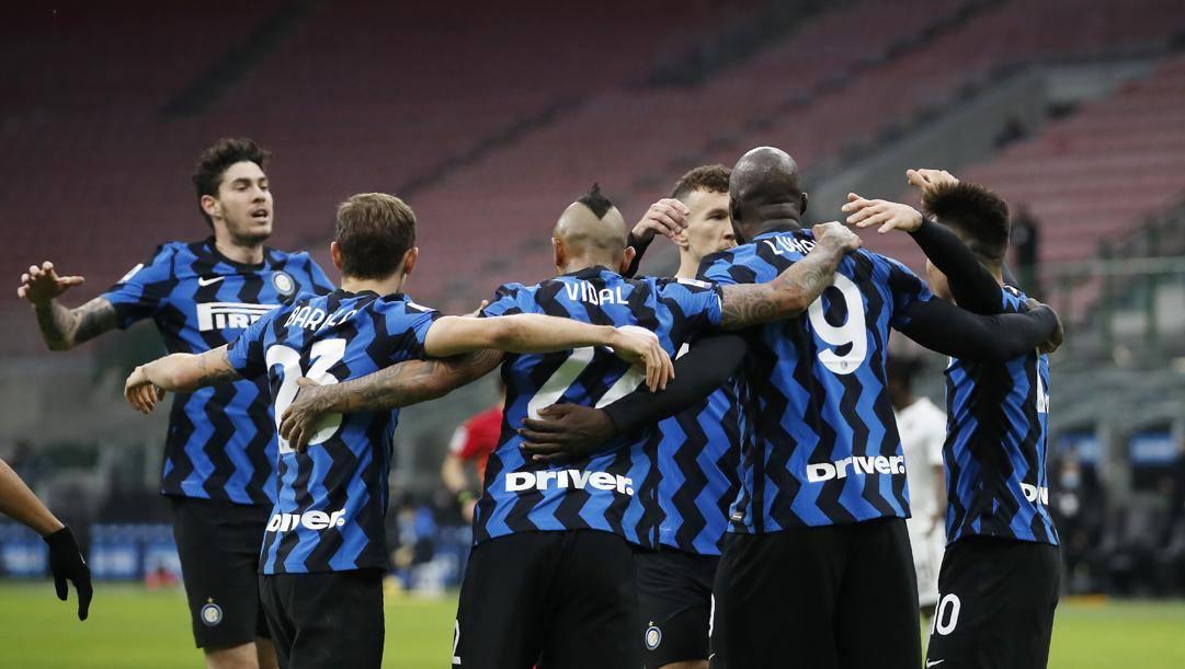 L'Inter festeggia la vittoria. Lapresse