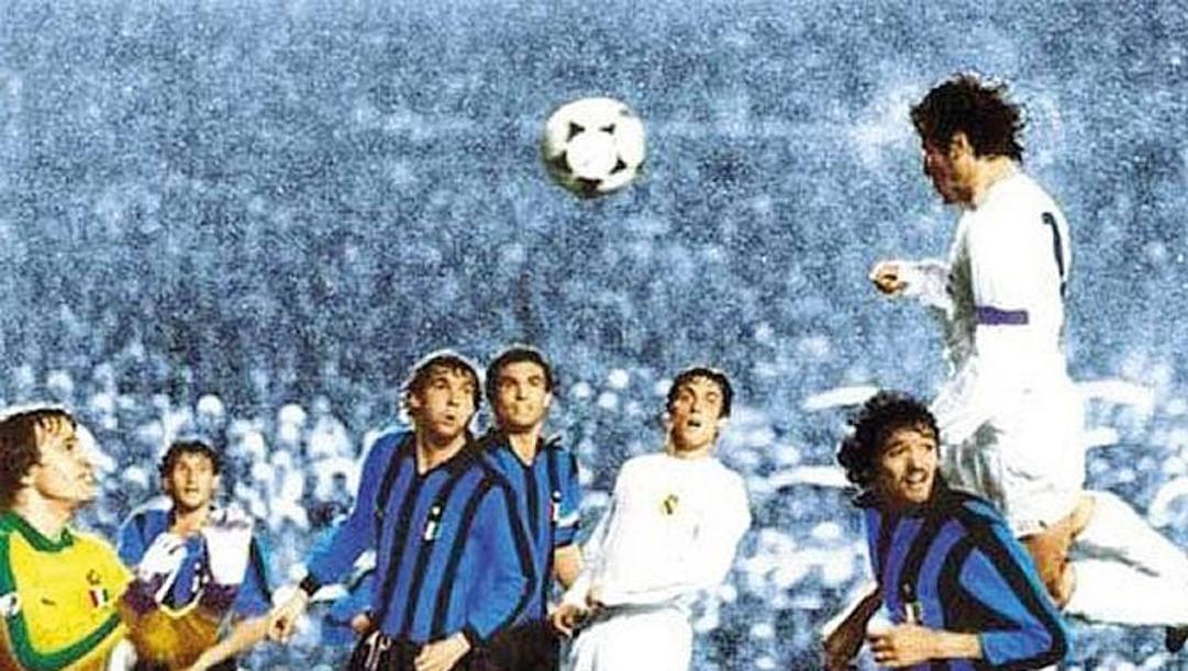 Il gol di Santillana in volo su Altobelli nella Coppa Campioni 1981