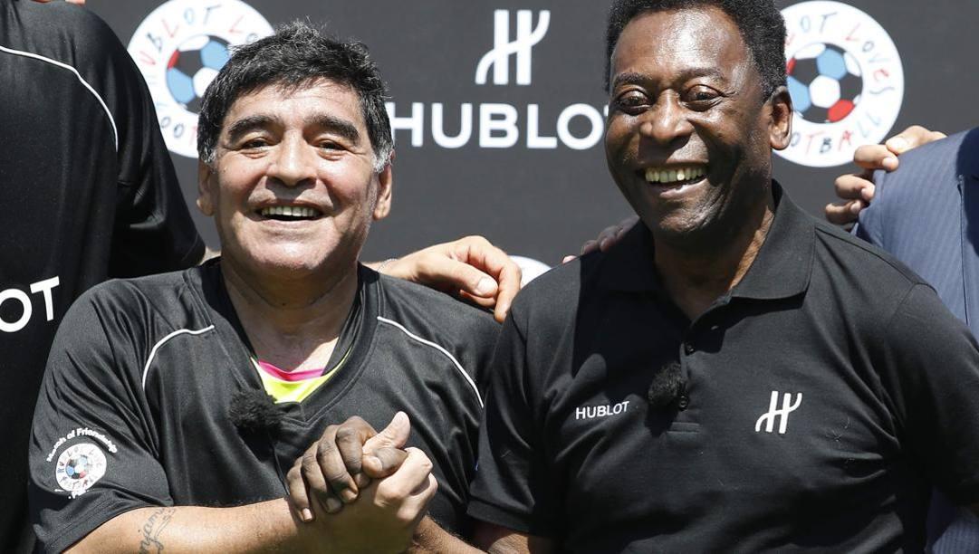 Diego Maradona con Pelè. Afp