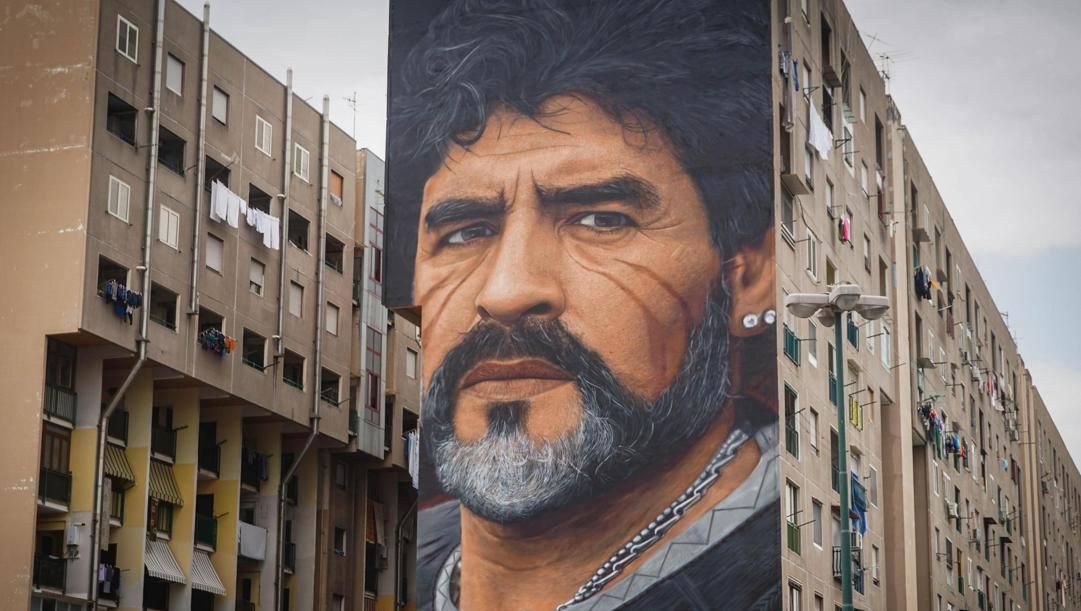 Il murales dedicato a Diego Armando Maradonam Napoli (Ansa)
