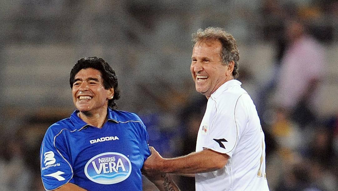 Diego Armando Maradona e Zico. Afp