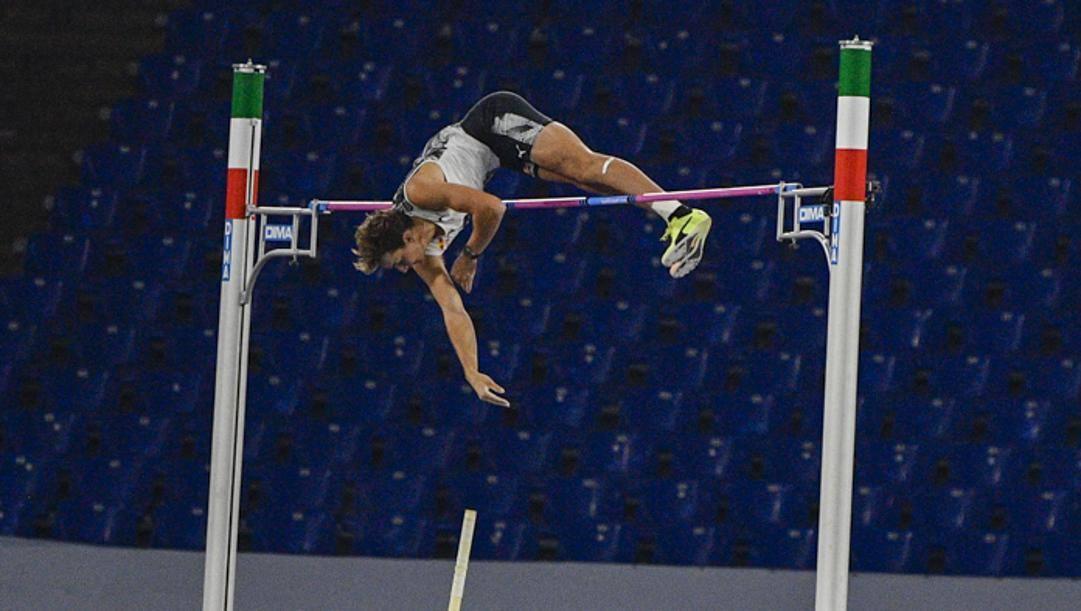 Il salto record di Armand Duplantis, 21 anni, al Golden Gala di Roma.