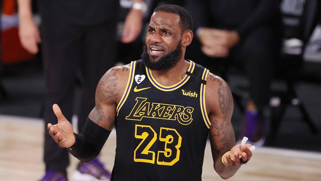 LeBron James, 35 anni, comincia la 18ª stagione Nba. Epa