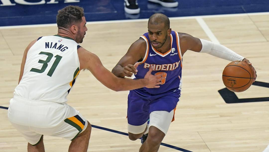 Chris Paul in azione con i Suns contro Utah. Ap